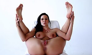 Kendra Lust in Picture Perfect - PureMature Video