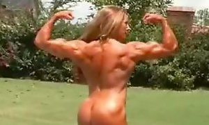 Super muscle mom