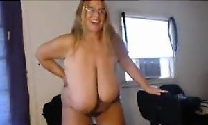 BBW With Saggy Tits Masturbates